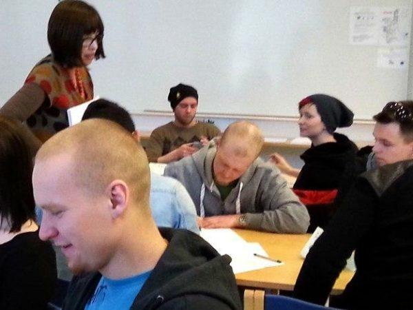 Nuoret toivoisivat lyhempää koulutusta -Artikkelikuva
