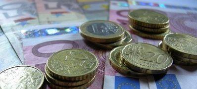 Työttömyyspäivärahojen leikkaus tulee voimaan -Artikkelikuva