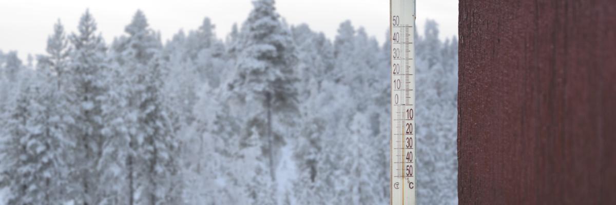 Lämpömittari ja luminen maisema