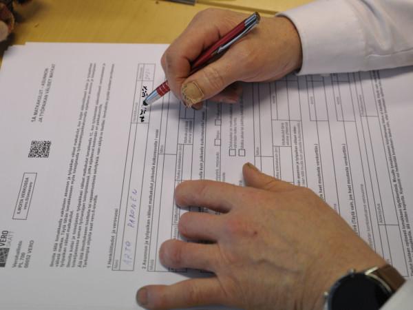Muista täydentää veroilmoitus – uutena maskivähennys -Artikkelikuva