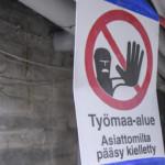 Helsinkiläiseltä koulutyömaalta löytyi useita työnteko-oikeudettomia työntekijöitä Artikkelikuva